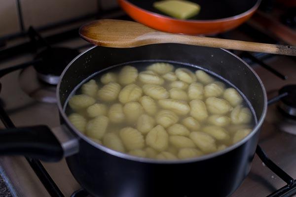 Ricetta Gnocchi In Inglese.Gnocchi Di Patate A Quick Delicious Recipe With A Simple Condiment